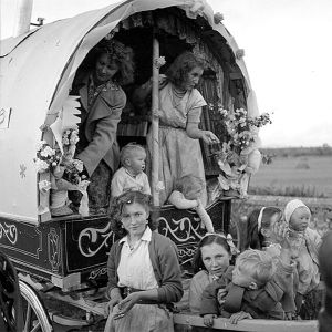 "Irish ""travelers"" in a caravan, 1954. Prettier than in the book."