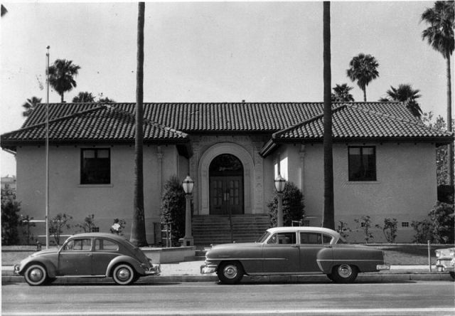 Inglewood Public Library 1950: the kind of street scene Marlowe would have known. Plus, big cars.